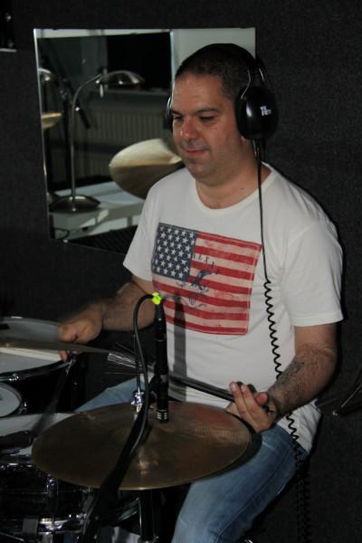Tony van de Broek (Drums)